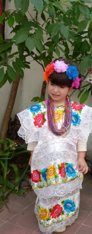 "YUCATAN  DRESS COSTUME 19.5"" ,23CM FOR 6 YEARS"